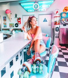 Retro Roller Skates, Roller Skate Shoes, Quad Roller Skates, Roller Disco, Roller Derby Girls, Roller Skating Pictures, Ootd Poses, Skate Girl, Shooting Photo