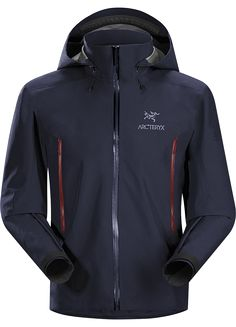 Arc'teryx Men's Beta AR Jacket w/ Insulated Bottle When you need a versatile shell for constantly varying conditions, the Arc'teryx Beta AR Jacket fits the bill Cold Weather Gear, Gore Tex Jacket, Outdoor Wear, Sport Outdoor, Outdoor Life, Rain Gear, Jackets Online, Ski Jackets, Nike Jacket