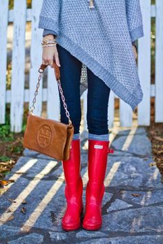 Gray chunky knit poncho, Tory Burch bag, #Red Hunter boots