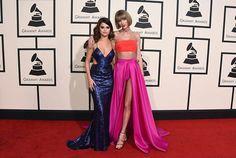 Swift y Gómez sorprenden en la alfombra de los Grammy