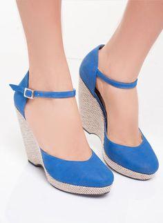 Un par de plataformas son básicos que no deben faltar en el clóset. #modadeprati #shoes #plataformas
