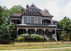 McKinney, Texas-historic homes! Victorian Style Homes, Victorian Houses, Fancy Houses, Old Houses, Tree Houses, Beautiful Places To Visit, Beautiful Homes, Colonial, Art Nouveau