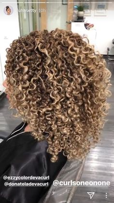 Lace Frontal Wigs Long Curly Hair Mens Styles Curly Hairstyle For Party Best Women Curly Wigs Malaysian Deep Wave Dyed Curly Hair, Colored Curly Hair, Curly Wigs, Curly Hair Styles, Natural Hair Styles, 3c Natural Hair, Natural Hair Highlights, Blonde Highlights Curly Hair, Blonde Curls