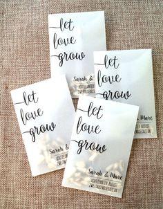 """_""""Wenn Liebe einmal gekeimt hat, treibt sie Wurzeln, die nicht mehr aufhören zu wachsen.""""_ - Antoine de Saint-Exupéry Überrascht eure Hochzeitsgäste mit diesem liebevoll gestalteten..."""