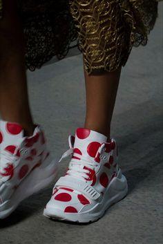 http://www.vogue.it/moda/accessori/2018/02/19/londra-fashion-week-accessori-moda-autunno-inverno-2018-2019/?utm_source=vogue&utm_medium=NL&utm_campaign=daily