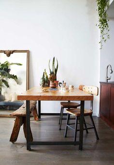 table de salle à manger, grande table bois et métal et banquette en bois brut