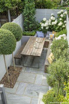 50+ ideas for small garden design Small Garden Landscape, Small City Garden, Small Courtyard Gardens, Small Backyard Gardens, Small Backyard Landscaping, Backyard Ideas, Courtyard Design, Garden Modern, Backyard Pools