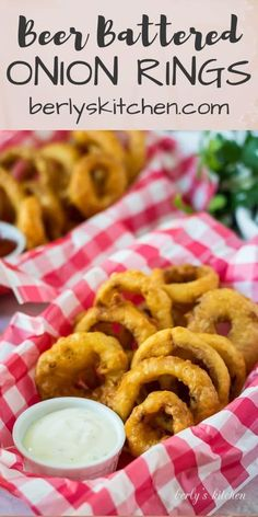 You& got to try our beer battered onion rings the next time your craving bar grub! They& crunchy, savory, and go great with ranch dip or spicy mustard. Appetizer Dips, Appetizers For Party, Appetizer Recipes, Snack Recipes, Cooking Recipes, Vegetarian Recipes, Beer Battered Onion Rings, Ranch Dip, Best Side Dishes