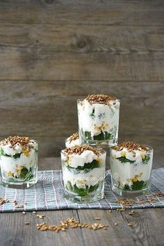 Broccoli feta salad with garlic sauce - recipe - Broccoli feta salad with garlic sauce - Feta Salat, Hotel Food, Dessert Cups, Cooking Recipes, Healthy Recipes, Party Snacks, Food Design, Tasty Dishes, Food Inspiration