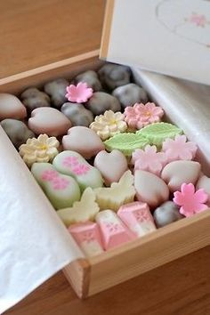 wagashi - a traditional Japanese confectionery which is often served with certain types of tea Japanese Treats, Japanese Candy, Japanese Food, Traditional Japanese, Desserts Japonais, Japanese Wagashi, Eclairs, Cute Food, Confectionery