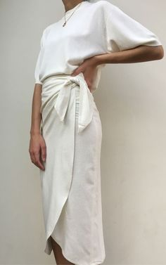 """Raw Silk Bobbie Wrap Skirt / Available in Multiple Colors Wickelrock """"Na Nin Raw Silk Bobbie"""" – In mehreren Farben erhältlich White (Visited 1 times, 1 visits today) Looks Chic, Looks Style, Style Me, How To Style, Look Fashion, Fashion Beauty, Fashion Outfits, Fashion Trends, Womens Fashion"""
