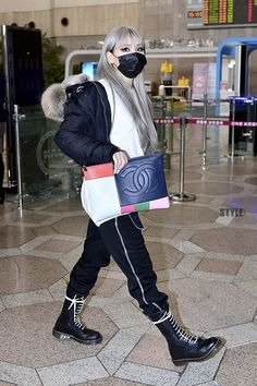 CL's airport fashion