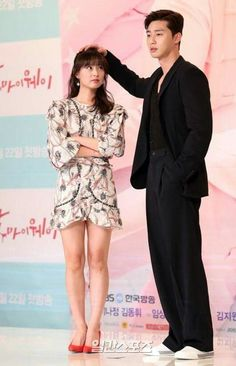 Park Seo Joon and Kim Ji-won Korean Drama Funny, Korean Drama Movies, Korean Couple, Best Couple, Asian Actors, Korean Actors, Fight My Way Kdrama, Ver Drama, Love 020