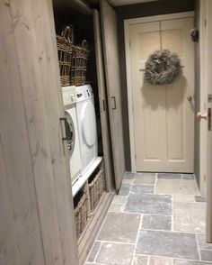 √ Farmhouse Laundry Rooms With Smart Organized Setup - When you're something like me then the laundry room is almost definitely among the many least favourite rooms in your entire residence. Room Interior, Interior Design Living Room, Living Room Designs, Farmhouse Laundry Room, Laundry Rooms, Laundry Room Design, Kitchen Flooring, New Homes, House Design