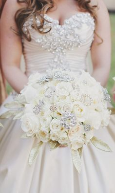 frosted and luxurious flowers ~ Photography: Forever Photography Studio