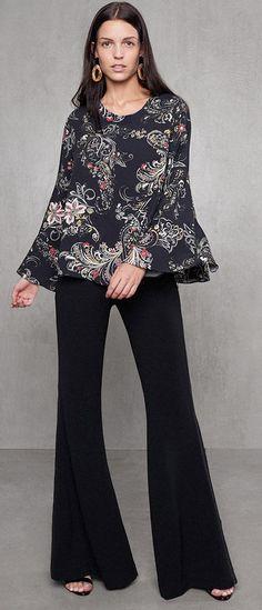 A calça clássica preta pantalona é coringa do guarda-roupa. Este look é  perfeito 1cc599936f69