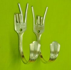 Peace and Rock On fork hooks. TOO CUTE!!!! Other silverware crafts on this site.