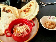 カルツオーネ ▷▷夏野菜カレーの残り ▷▷ハムケチャチーズ  自家製練りゴマでゴマ豆腐  レンジですごもりたまご - 15件のもぐもぐ - アンバランスな朝食 by erika8gang