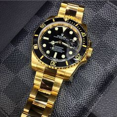 Yes or No? Would you wear this Yellow Gold Rolex Submariner?  Photo by @Avikoren