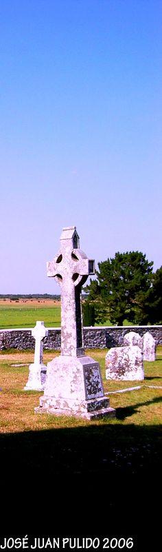 Glendalough, cruz celta de piedra. Glendalough  Stone celtic cross