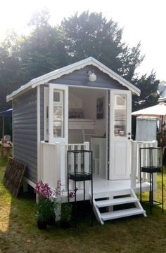 Cute little retreat. Looks like it could even be a small guest room. Maybe???