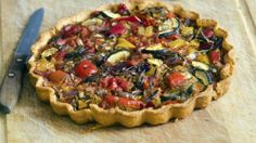 Delicious roasted parsnips, red onions and peppers, seasoned with a tasty chargrilled flavour mix, on a base of crispy shortcrust pastry and topped. Vegetarian Tart, Vegan Pie, Vegetarian Recipes, Vegetable Tart, Vegetable Quiche, Fingerfood Party, Savory Tart, Shortcrust Pastry, Vegan Comfort Food