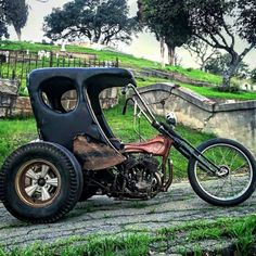 "Major manufacturer's mainstream production-line tricycle ""trike"" motorcycle. Or, something completely different than what I just said. Cool Motorcycles, Vintage Motorcycles, Kawasaki Motorcycles, Bobbers, 3 Wheel Motorcycle, Sidecar Motorcycle, Motorcycle Workshop, Motorcycle Garage, Vw Trike"