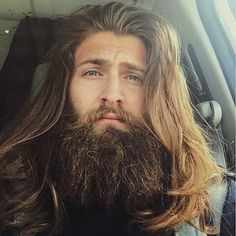 Fantastic Long Hair And Beard Ideas For Handsome Man – Male long hairstyle is very diverse depending on the model you want to obtain. Both straight hair and curly ways to make it very easy. Epic Beard, Sexy Beard, Great Beards, Awesome Beards, Hair And Beard Styles, Long Hair Styles, Beard Growth Kit, Long Hair Beard, Long Beards