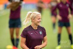 女子サッカーW杯カナダ大会・準決勝の日本戦を控え、調整に臨むイングランドのケイティ・チャップマン(2015年6月30日撮影)。(c)AFP/GEOFF ROBINS ▼1Jul2015AFP|イングランド、W杯連覇を目指すなでしこに立ちはだかる http://www.afpbb.com/articles/-/3053214 #2015_FIFA_Womens_World_Cup #England_womens_national_football_team