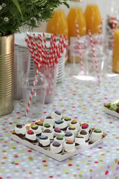 Baby with Style: A colorful party Good Times Roll, Ideas Geniales, Baby Birthday, Birthday Ideas, Colorful Party, Party Entertainment, Entertaining, Table Decorations, Party Stuff