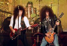 you want to antagonize me?! — sunrise9memories: Slash & Brian May at The...