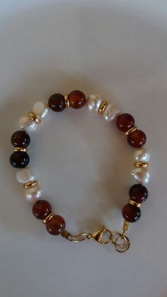 With gold or silver spacers between the beads Bead Jewellery, Pearl Jewelry, Bridal Jewelry, Gemstone Bracelets, Jewelry Bracelets, Jewelery, Handmade Beaded Jewelry, Handmade Bracelets, Bracelet Crafts