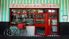 Restaurantes que se distinguen por su estilo y decoración retro.