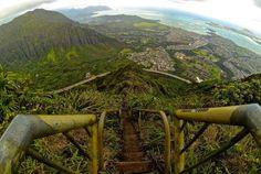 Em países como Equador, Peru, Japão e Malásia, escadarias perigosas e surpreendentes atraem turistas... - Reprodução, Youtube/HawaiiHiking