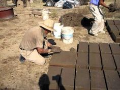 Here don Nemesio is putting the prepared and aged mud/straw mix into the molds…