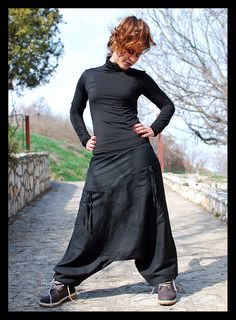 Black Swan Harem Pants Sarouel Afghan Pants by IsNoGoodWear Fashion Wear, Unique Fashion, Indian Fashion, Fashion Dresses, Heram Pants, Différents Styles, Hippie Pants, Jane Clothing, Aladdin