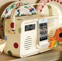 Emma Bridgewater Retro Radio - A dashing portable DAB /FM radio, complete with a built-in iPhone/iPod dock. Retro Radios, Emma Bridgewater, Iphone 4, Radio Digital, Ipod Dock, Dab Radio, Retro Floral, Retro Design, Branding Design