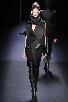 Haider Ackermann - Fall 2010 Ready-to-Wear - Look 28 of 35
