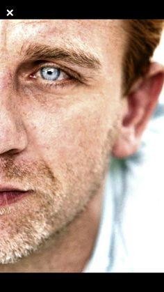 Daniel Craig (I'm a sucker for the grizzled look. Rachel Weisz, Craig David, Daniel Craig James Bond, Hot British Actors, Daniel Graig, Z Cam, Celebrity Dads, Celebrity Style, Actrices Hollywood