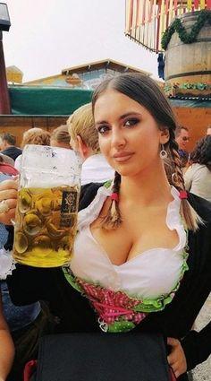 Dresses for Women Munich Oktoberfest, Oktoberfest Costume, Octoberfest Girls, German Beer Festival, Beer Maid, Amazing Women, Beautiful Women, Beautiful Clothes, Dirndl Dress