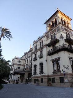 Spain Travel Inspiration - Thinking of visiting Seville on your next vacation to Europe then why not check out hotel review of the iconic five star property, Hotel Alfonso XIII Seville, Spain with it's gorgeous decor and spacious rooms. Click the link to read more of my hotel review of Hotel Alfonso XIII. #seville #spain #sevillespain #80pairsofshoes #luxuryhotel #traveltips