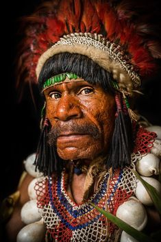 Papua New Guinea Eastern Highlands tribes We Are The World, People Around The World, Tribal Face, Arte Tribal, Tribal People, Art Africain, Portrait Photography, Photography Tips, Street Photography
