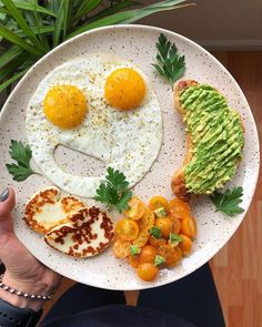 Happy Monday everyone! We just HAD to share these smiling eggs from @healthymoodsf - featuring our Adobo. Lyana says I cant live without this spice its so good on everything esp eggs and meat! Thanks for the LOVE!  find this blend onIine - Iink in profiIe  # PIC by @healthymoodsf  when your breakfast is smiling at ya!  2 pasture-raised eggs cooked in ghee seasoned with @primalpalate adobo seasoning (I cant live without this spice its so good on everything esp eggs and meat!) grilled halloumi…