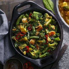 Soy and chilli greens Easy Chilli, Slimming World Dinners, Tomatoes On Toast, Chicken And Chips, Vegetable Frittata, Healthy Packed Lunches, Cauliflower Curry, Free Fruit, Baked Vegetables