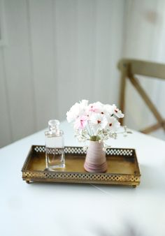 DIY - Fleurs en crépon • Saddy (Chocodisco) Diy Fleur, Place Cards, Creations, Tray, Place Card Holders, Decor, Crepe Paper, Paper Flowers, Decoration