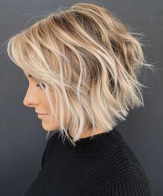 Toosed Wavy Bob Haircuts, Bob Haircuts For Women, Cool Haircuts, Popular Hairstyles, Trending Haircuts For Women, Summer Haircuts, Beautiful Haircuts, Layered Haircuts, Short Wavy Bob