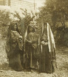 Ramallah - رام الله : RAMALLAH - Women of Ramallah in local Palestinian costume, 1901