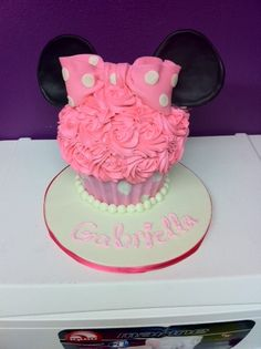 Giant Cupcake Cake 1/2 homemade Buttercream 1/2 homemade Fondant 100% Minnie Mouse. Created by The Flavor Station