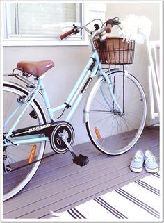 Vintage style bike | via www.beachcottage.com