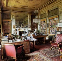 Andrew Cavendish's Sitting Room at Chatsworth (Photo by Simon Upton.)  Now *that* is a sitting room.